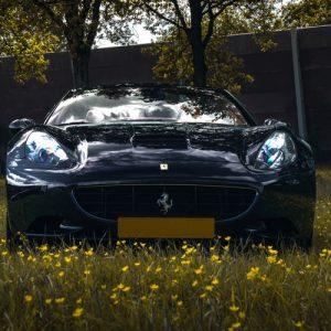 Rijden in een Ferrari California